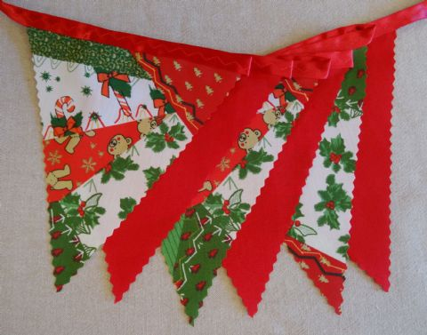"CLEARANCE BUNTING (0116) - Christmas ""Teddies & Patchwork"" on Red Ribbon - 3m length (single-sided)"